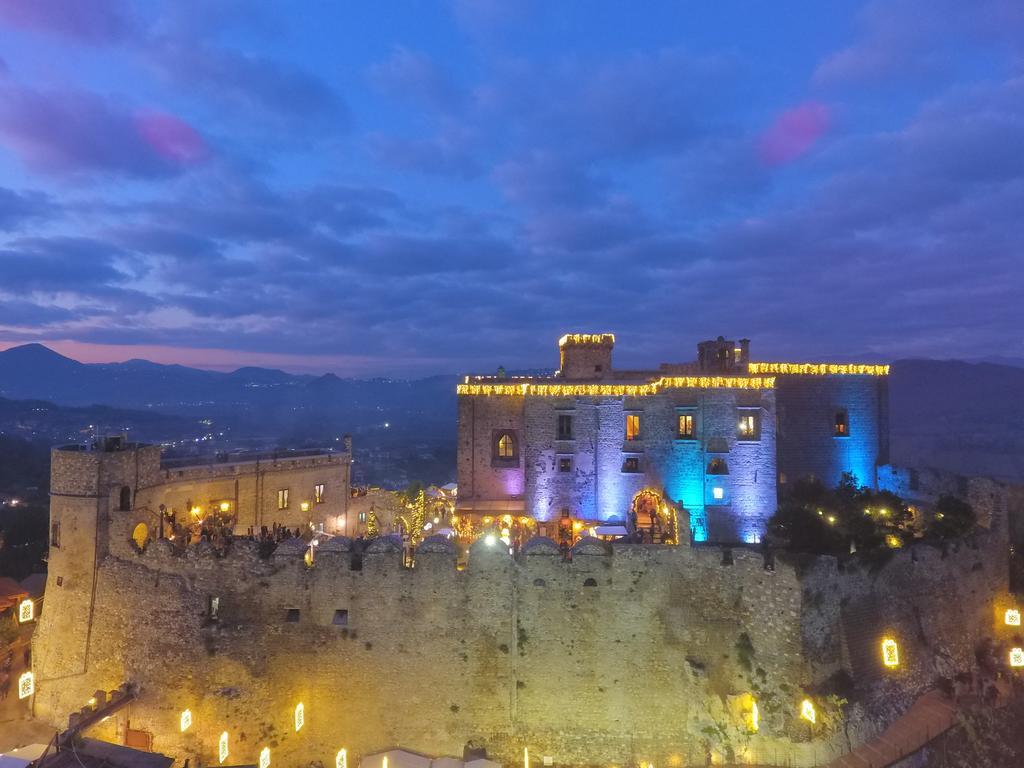 Лиматола: Замок
