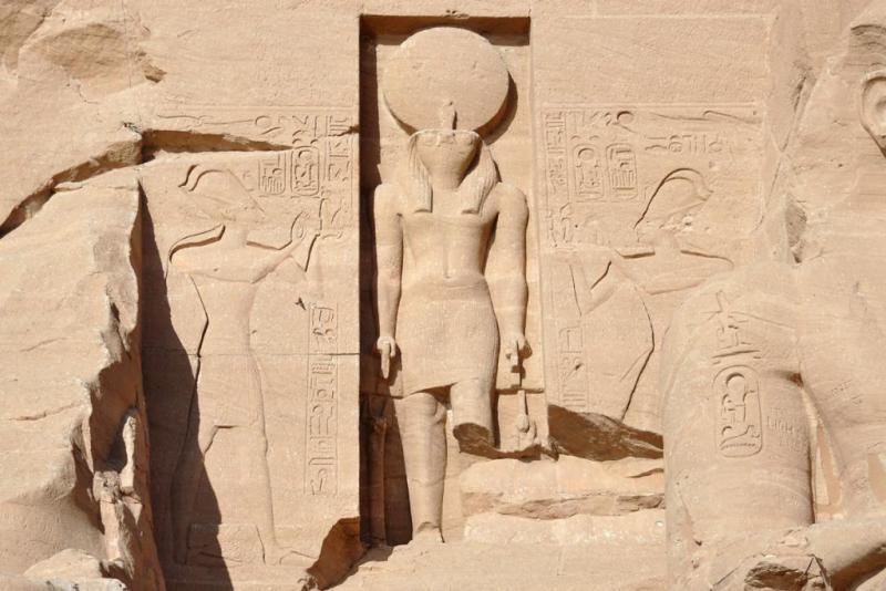 В Танисе обнаружена стела, изображающая Рамзеса II