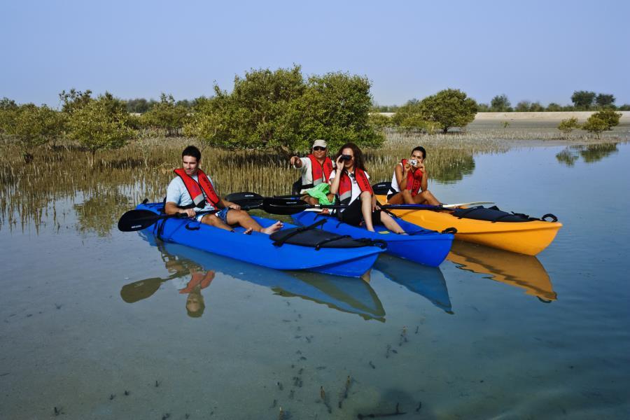 Водные приключения на каяках в Абу-Даби